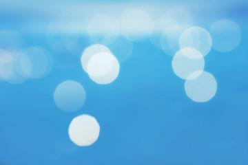 blauer Hintergrund mit Lichtkreisen