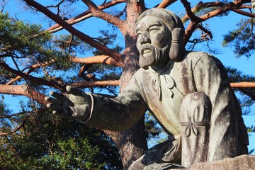 国見ヶ丘 神の像