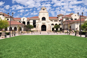 A green lawn frames this view of City Hall in Temecula, California.