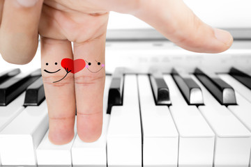 The finger lover send red heart on piano