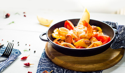 pan with seafood, fried with vegetables