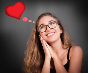 giovane adolescente che sogna l'amore della vita
