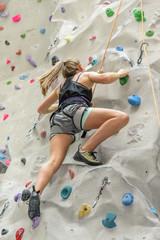 Körperbeherrschung an der Kletterwand