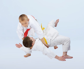 Judo throws are training boys in judogi