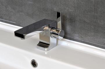 Wasserhahn, Waschbecken, Badezimmer, Armatur, Chrom, Hygiene, Trinkwasser, Stadtwerke, Wasser, Körperpflege, Händewaschen