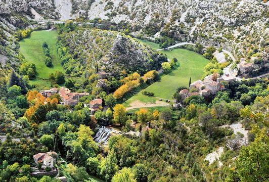 Le village de Navacelles et son cirque