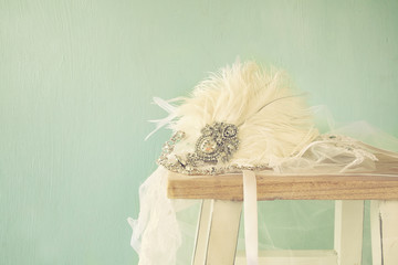 gatsby style diamond head decoration with feathers