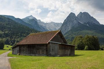 Foto op Plexiglas Heuvel wooden hut at the foot of Bavarian alps