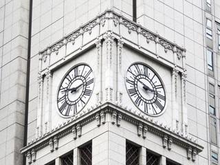 大手町野村ビルの大型時計