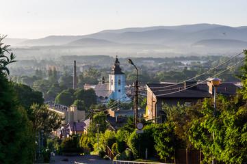 Panorama Skoczowa z kościołem na tle gór z Kaplicówki