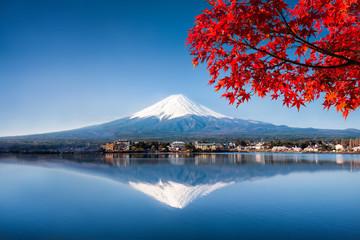 Mount Fuji und See Kawaguchiko im Herbst