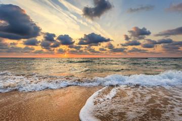 Printed bathroom splashbacks Dramatic sunrise at tropical beach