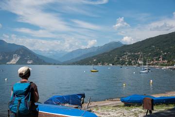 Blick über den Lago Maggiore in die westliche Bergwelt