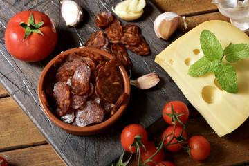 sliced spanish chorizo, garlic, tomato and cheese