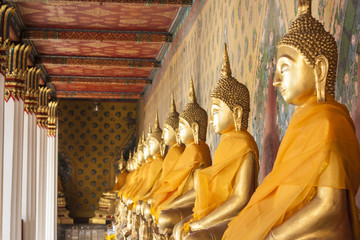 Serial Buddha image sit in corridor