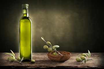 Photo sur Aluminium Oliviers Bottle of oil with olive branch