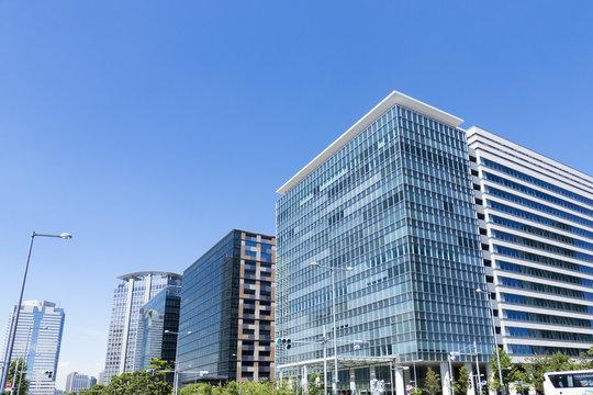 東京都市風景 豊洲 再開発地区 臨海副都心 快晴 青空 高層ビル メイン通り