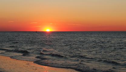 Sonnenuntergang am Meer, Renesse, Seeland, NL, Niederlande