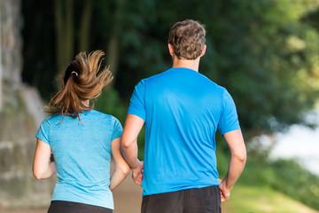 gemeinsam in der natur joggen