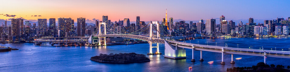 Spoed Fotobehang Tokio Rainbow Bridge Panorama in Tokyo, Japan