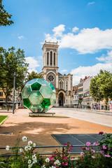 Ballon de foot sur la place Jean-Jaures