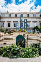 """Carillon et Fontaine surnommé """"Les cranques"""", arrière de la Mairie"""