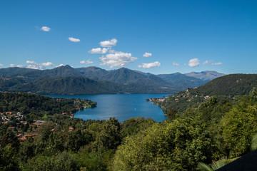 Panorama del Lago d'Orta, Piemonte, Italia