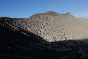 Cratère su volcan, Indonésie