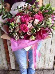 Букет цветов фото в руках девушки