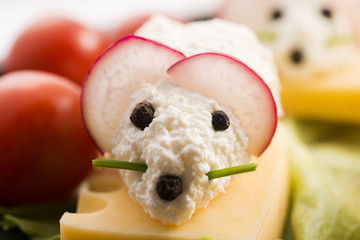 Fun food for kids - mouse with cheese