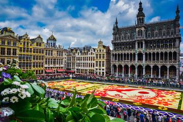 Fototapeten Brussel Tapis de fleurs sur la Grand-lpace de Bruxelles, célébrant l'amitié entre la Belgique et le Japon