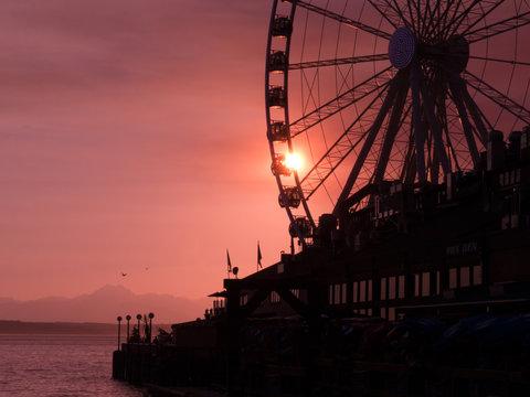 Silouhette of the Great Wheel of Seattle