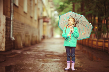 girl child umbrella, autumn photos city street