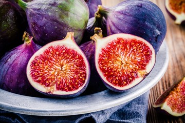 Fresh ripe figs in a bowl closeup
