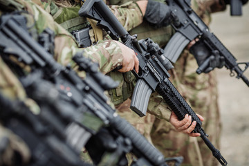 british police forces armed with sub-machine guns