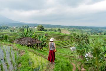 Femme dans les rizières de Jatiluwih, Bali, Indonésie