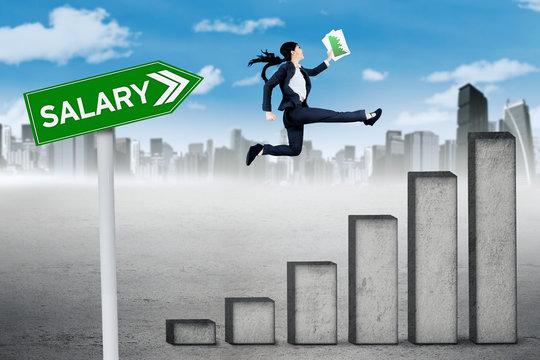 Female entrepreneur runs above salary graph