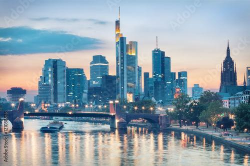 skyline of modern frankfurt am main germany stockfotos und lizenzfreie bilder auf. Black Bedroom Furniture Sets. Home Design Ideas