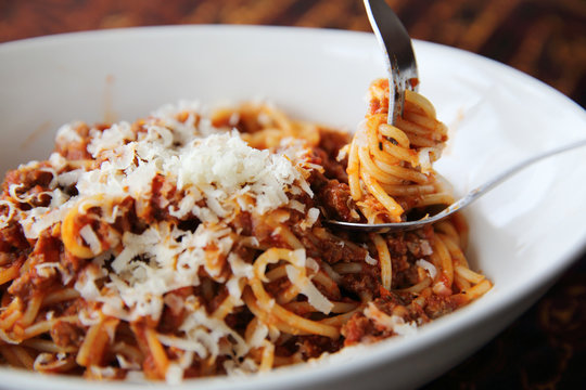 spaghetti bolognese italian food