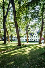 Dans Le Béguinage de Bruges ou Monastère de la Vigne