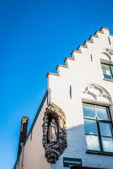 Madone dans les rues de Bruges la Venise du Nord