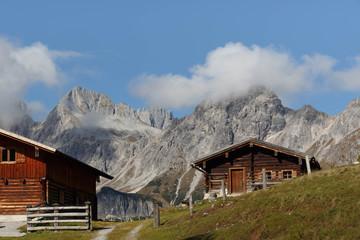 Urige Almhütte in den Alpen