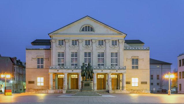 Deutsches Nationaltheater  Weimar beleuchtet UNESCO Erbe