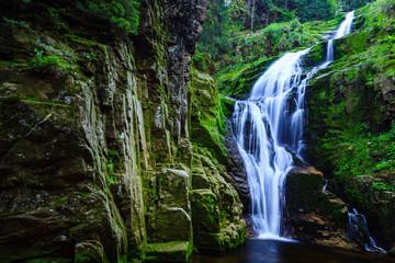 Wodospad Kamieńczyka w Karkonoskim Parku Narodowym w Polsce Sudety w pobliżu miejscowości Szklarska Poręba.