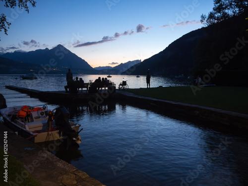 cae la noche en el camping manor farm de interlaken suiza a orillas