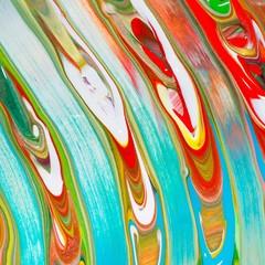 Bunte Malerei/ Gemälde aus Streifen in Rot, Weiß, Grün und Blau, Gouache, als sommerlicher Hintergrund