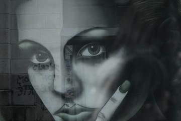 Une femme, un reflet