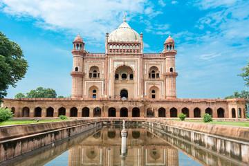 Autocollant pour porte Delhi Safdar Jung's Tomb, Delhi, India. Safdarjung's Tomb is a sandstone and marble mausoleum in New Delhi, India. It was built in 1754 in the late Mughal Empire style for the statesman Safdarjung.