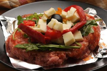 Hamburger with vegetables Pizza di carne all'ortolana Hamburguesa con verduras y mozzarella Svizzera Burger avec des légumes