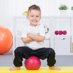 balanceübung mit dem ball